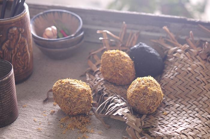 Trứng vịt muối, trứng bắc thảo  Food Styling: Egret Grass - Photograph by: Rong Vang