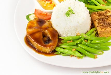 Combo-com-ca-kho-dau-hu-chien-sa-egretgrass-porfolio-food-stylist