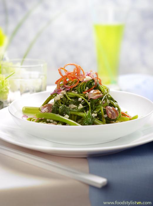 Rau muống xào tỏi dầu hào Food Styling: Egret Grass Photography by: Rong Vang