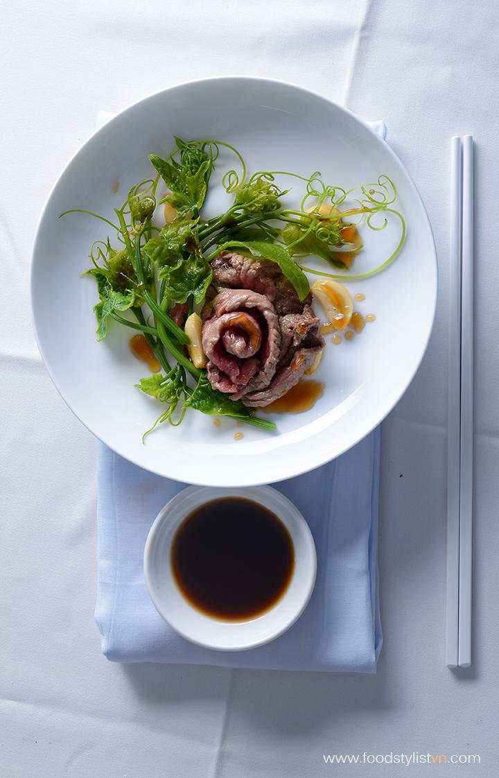 Đọt su su xào bò Food Styling: Nguyen - Photograph by: Rong Vang