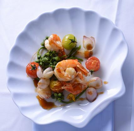 Tôm xào nụ mướp Food Styling: Egret Grass - Photograph by: Rong Vang