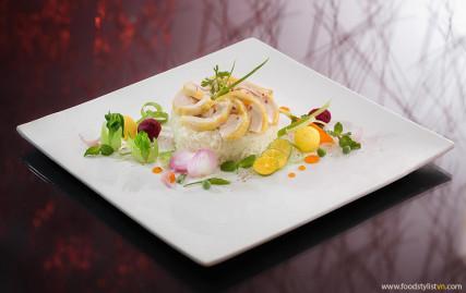 Cơm Gà Photo: Lê Thanh Tùng at Spotlight Studio Food stylist: Bùi Lý Tiến Nguyên Lighting assistants: Trọng Thành & Khoa Hồ Producer: Pham My Linh