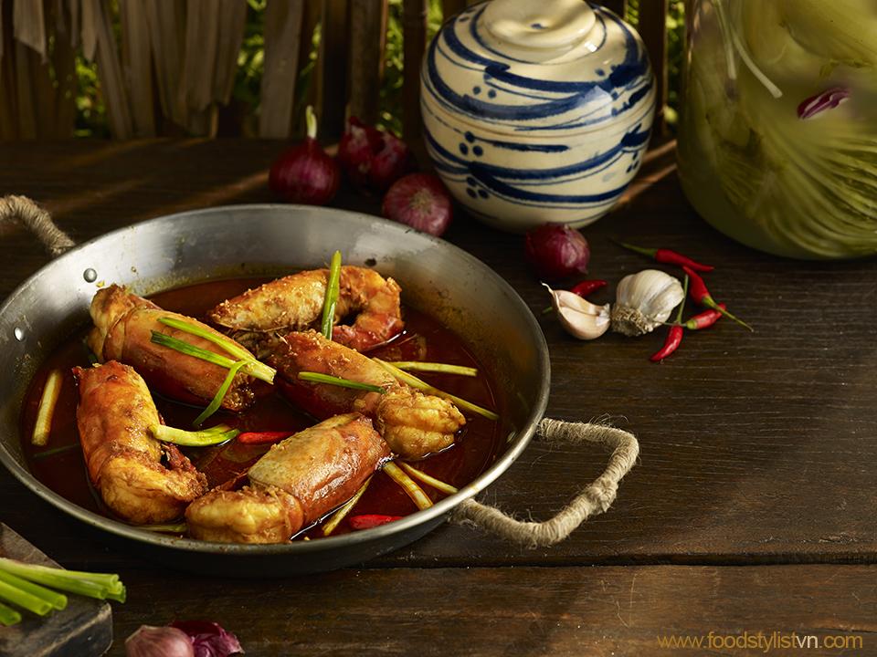 Tôm càng kho tàu Client: Phương Nam Book Photograph by: Wing Chan at BITE Studio Food & Prop Stylist: Tiến Nguyên